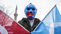 Beyazıt'ta toplanan Doğu Türkistanlılar'dan Çin Dışişleri Bakanına protesto: Soykırımı durdurun!