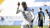 Boupendza'dan harika gol: Fenerbahçe ve Beşiktaşlı futbolcuyu yıktı