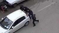 Hatay'da aracı arıza yapan sürücünün imdadına polis yetişti: Önce akü desteği verdiler sonra iterek çalıştırdılar
