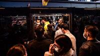 İstanbul'da toplu ulaşımda değişen bir şey yok: Metrobüsler ve duraklar hınca hınç insan