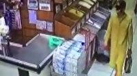 Esenler'de 5 litrelik sıvı yağı çalan hırsız marketten elini kolunu sallayarak çıktı