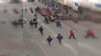 Esenyurt'ta meydan savaşını andıran görüntüler: İki aile arasında balta ve sopalı kavga