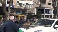 Caddeyi birbirine kattı: Bunalıma giren genç kadın lüks araçların kaputlarını yumrukladı etrafa saldırdı