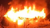 Sakarya'da yangın: 2 katlı ev küle döndü