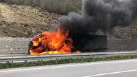 Araç sürücüsü son anda kendini dışarı attı: 600 bin liralık pamuk alev alev yandı