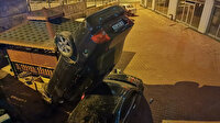Bir garip kaza: Otoparka düşen otomobil dik durdu