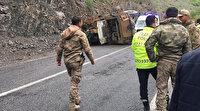 Hakkari-Van yolunda askeri araç devrildi: 3 askerimiz yaralandı