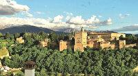İspanya'da ezan minareden yüksek sesle sadece Granada'daki Ulu Cami'nde okunuyor