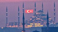 İstanbul'a kazandırılan iki eser: Mahyası asılan Taksim Camii Çamlıca Camii'ni selamladı