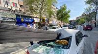 Demir çubuklar otomobile ok gibi saplandı: Araçtaki 3 kişi ölümden döndü