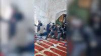 Mescide postallarıyla giren işgalci İsrail polisi cemaatin üzerine gaz ve ses bombaları attı