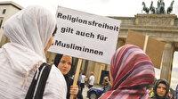 Almanya da başörtüsüyle uğraşıyor