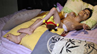 Cam kemik hastası oğlu ayağa kalksın diye 10 yıldır mücadele ediyor: Allah kimseye böyle acı vermesin