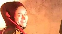Filistinli Sanatçı Afifi kendisini darp ederek gözaltına alan işgalci İsrailli askere gülümseyerek karşılık verdi