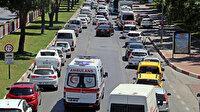 Antalya'da 1 kilometrelik araç kuyruğundaki sürücüler ambulans için seferber oldu