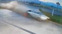 Antalya'da kontrolden çıkan otomobil akaryakıt istasyonuna daldı