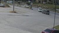 Hurdaya dönen hafif ticari araçların kaza anı güvenlik kamerasına yansıdı