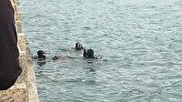 Denize düşen oltasını kurtarmak için suya atlayan adam canından oluyordu