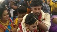 Hindistan'da sıra dışı düğün töreni: Kovid-19 kısıtlamalarından kaçmak için uçakta evlendiler
