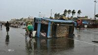 Hindistan'ı koronavirüsten sonra kasırga da vurdu: On binlerce kişi tahliye edildi