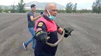 Yangın söndürme helikopterine yılan girdi