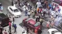 Otomobile, motosiklete ve ağaca çarptı: Cadde savaş alanına döndü