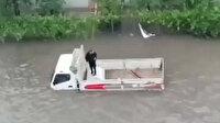 Ankara'da şiddetli yağış sonrası araçlar yollarda mahsur kaldı