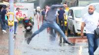 Yağmur sonrası Mecidiyeköy'de caddeler göle döndü: Vatandaş zor anlar yaşadı