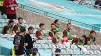 Milli futbolcudan Şenol Güneş'e dikkati çeken tepki: Gülerek tribüne çıktı