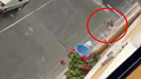 Esenler'de camdan çıkan çocuk şampuanla köpürttüğü saçlarını yağmur suyuyla yıkadı