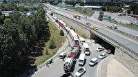 İETT otobüsü 2 TIR arasında kaldı: 4 kişi yaralandı