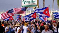 Kübalılar sokaklarda: ABD bayrağıyla yürüdüler