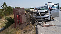 Afyonkarahisar'da minibüs römorka çarptı: 7 kişi yaralandı