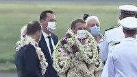 Macron'a çiçekli karşılama alay konusu oldu: Yürüyen çelenk