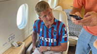 Trabzonspor'un yeni golcüsü formayı sırtına geçirip uçağa bindi