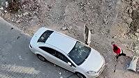 Esenyurt'ta dolandırılan kadın şüpheli şahsın aracını taş yağmuruna tuttu