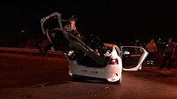 Küçükçekmece'de otomobil bariyerlere saplandı 4 kişi ölümden döndü