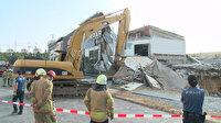 İkitelli'de çökme yaşanan bina ekipler tarafından yıkıldı