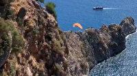 Antalya'da rüzgar ters esince paraşütçü kayalıklara düştü