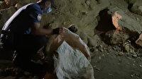 Altı yavru köpeği torbaya koyup nehir kenarına attılar