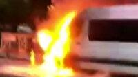 Ümraniye'de korkutan yangın: Servis minibüsü alev alev yandı