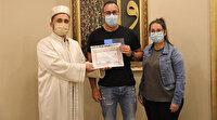 Müslüman arkadaşlarından etkilenen Alman Dennis Patrick İslamiyet'i seçti