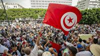 Tunus halkı darbeye karşı sokaklarda