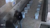 Sultangazi'de camide uyuşturucu kullanan kişiye sopalı dayak kamerada
