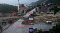 Sinop'taki selin yeni görüntüleri ortaya çıktı: Köprünün yıkılma anı kamerada