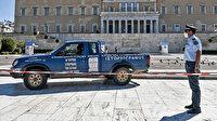 """Atina'da parlamento önüne """"Yunanistan'ı Türkiye Yönetiyor"""" yazılı kamyonet bırakıldı"""