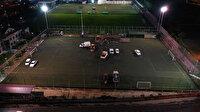 Futbol sahasında ilginç anlar: Su arızasını bulmak için sahanın ortasını kazdılar