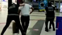 Antalya Havalimanı'nda uyuşturucu operasyonu kamerada