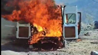 Şırnak'ta harareti yükselen minibüs alev alev yandı