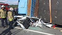 İstanbul'da feci kaza: TIR otomobilin üstüne devrildi